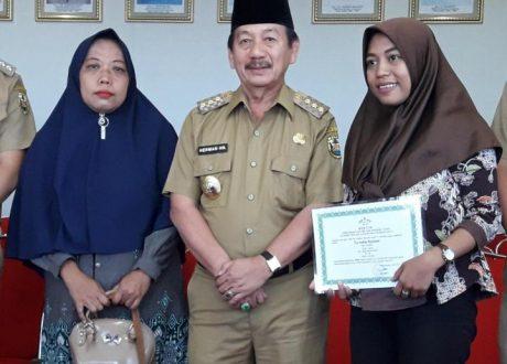 Mahasiswi UIN RIL Binaan Wali Kota Herman HN Lulusan Terbaik