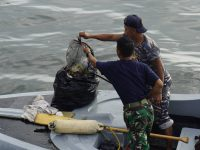 Lantamal VI Laksanakan Pembersihan di Sekitar Pantai Jalaria