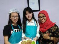 Indonesian Food Challenge di UPT Bahasa dan Budaya ITS