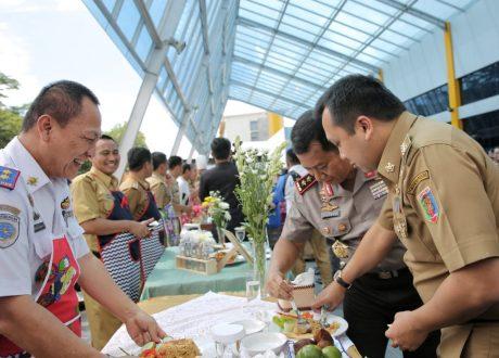 Lomba Masak Para Kepala Dinas Pria Meriahkan Hari Ibu Ke-90 Pemprov Lampung