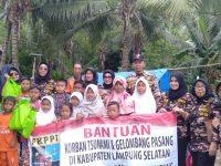 PD VIII WANITA FKPPI Lampung Berikan Bantuan Korban Tsunami Lampung Selatan