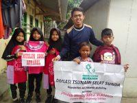 Relawan Kobar Lamsel Bagikan Ribuan Kaos Karakter Anak