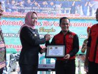 PWI berikan piagam Best Partner kepada Bupati Tulangbawang