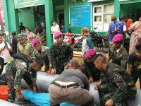 Pasukan Reaksi Cepat Brigif 4 Mar/BS Bantu Evakuasi Korban Banjir