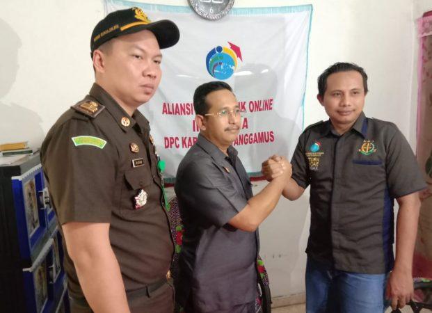 Kajari David P. Duarsa Bersilaturahmi dengan Jajaran Pengurus AJOI DPC Tanggamus