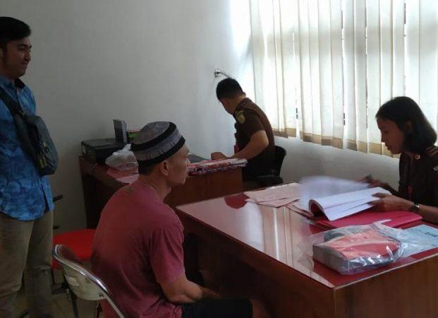 Polsek Wonosobo Limpahkan Tersangka Pembobol Rumah ke Kejaksaan