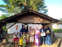 Terjerat Kemiskinan, Keluarga Ini Terpaksa Tinggal di Bekas Kandang Sapi