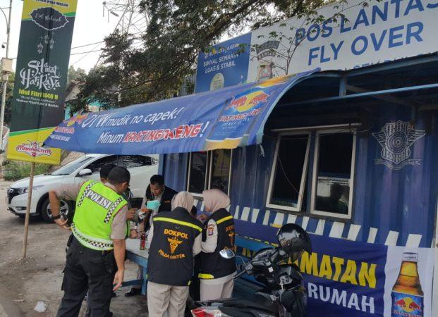 Biddokkes Polda Banten Laksanakan Giat Piket Kesehatan di Pospam Tol Merak