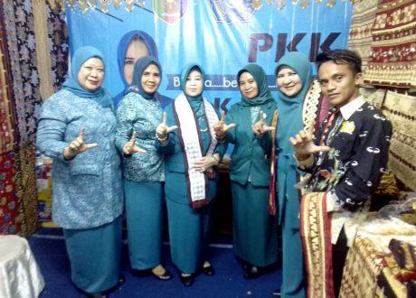 Ketum Tim Penggerak PKK Pusat Erni Kumolo Kagumi Kain Tapis Lampung
