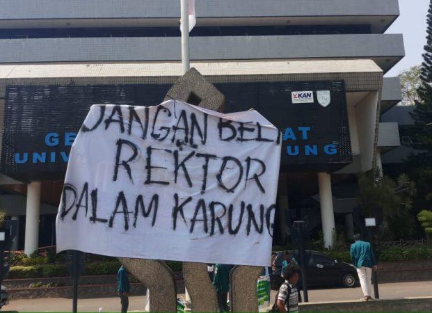 Kembali Gelar Aksi, BEM Unila Konsisten dengan Tagar #JanganBeliRektorDalamKarung