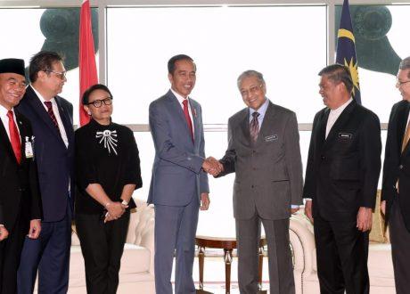 Tiba di Putrajaya, Jokowi Disambut Upacara Resmi