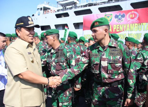 Gubernur Arinal bersama Kasdam II/Sriwijaya Sambut Kepulangan 450 Prajurit dari Yonif 143/TWEJ