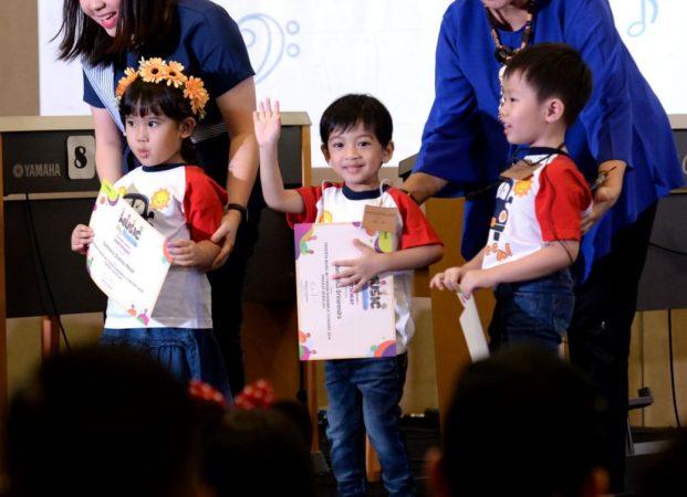 Jokowi Saksikan Cucu Pertama Pentas Musik