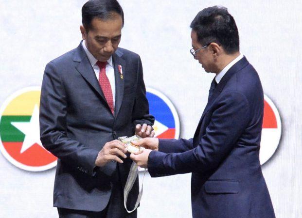 Jokowi Terima Penghargaan AFEO