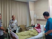 Peduli Sahabat, Kabid Humas Polda Banten Jenguk Isteri Pimpinan Media