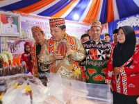 Pemukulan Gamolan Pekhing Tandai Pembukaan Liwa Fair 2019