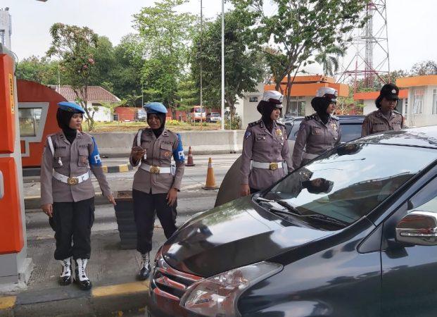 Polwan Polda Banten Semangat Ciptakan Situasi Aman dan Kondusif di Teriknya Matahari