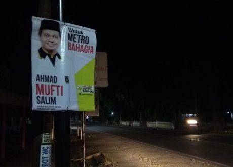 Banner Mufti Salim Calon Walikota Metro Gegerkan Warga