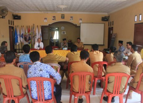 Senator Abdul Hakim Berdiskusi Dana Desa di Margorejo