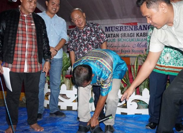 Ketua RT Cerita Pilu, Plt Bupati Lamsel Copot Sepatu
