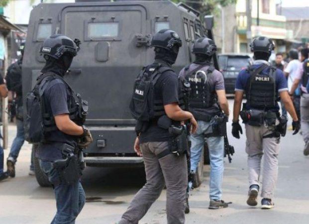 Densus 88 Antiteror Geledah Rumah Terduga Teroris di Jember, Sejumlah Barang Diamankan